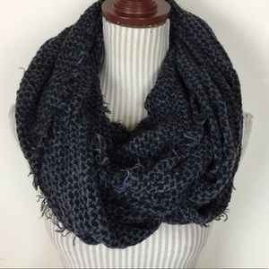 Accessories - 🆕NWOT Soft and Chunky Infinity Scarf